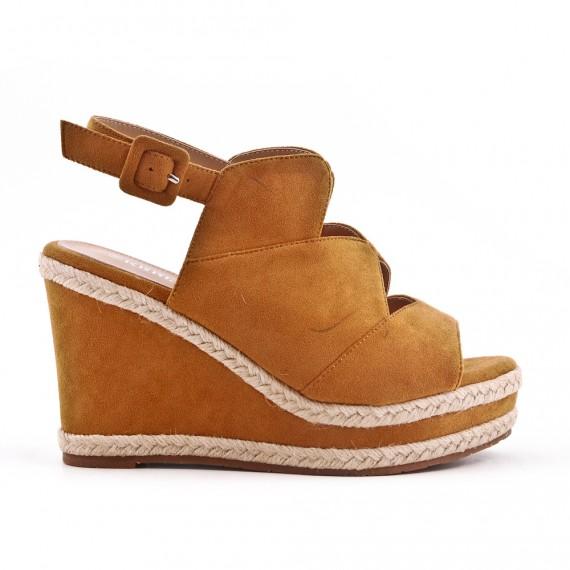 Sandale camel en simili daim à talon compensé