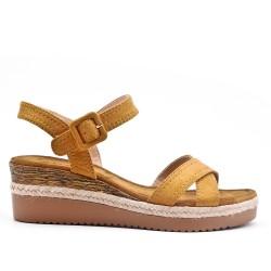Sandale camel en simili daim à petit compensé