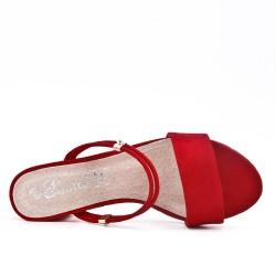 Claquette rouge en simili daim à talon carré