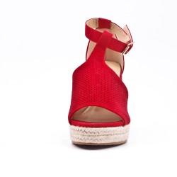 Sandale rouge en simili daim perforé