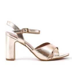 Sandalia de tacón de aguja de oro metálico