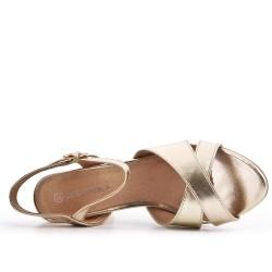 Sandale en vernis doré métallisé à talon haut