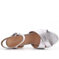 Sandale en vernis argent métallisé à talon haut