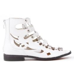 Sandale plate blanche en simili cuir avec lacet