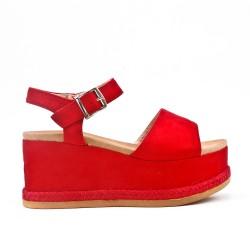 Sandale rouge en simili daim avec plateforme