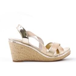 Sandale dorée à élastique avec talon compensé