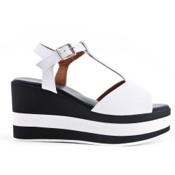 White faux leather sandal with platform