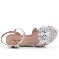 Sandale argent compensée à fleur