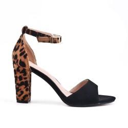 Sandalia negra con tacon estampado leopardo