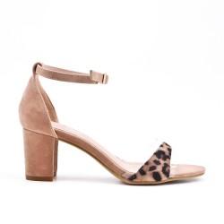 Sandalia de leopardo con tacón