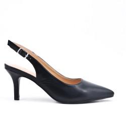 Zapatillas negras puntiagudas en simil piel con tacones pequeños