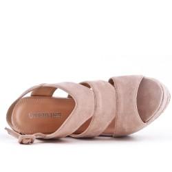 Sandale rose compensée en simili daim