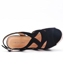Sandale noire en simili daim à talon compensé