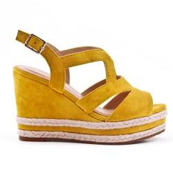 Sandalia de cuña de imitación de gamuza amarilla