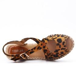 Sandale compensée léopard à semelle espadrille