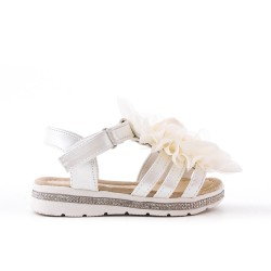 White girl sandal with flower