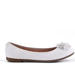 Ballerine blanche en simili cuir à fleur