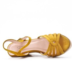 Sandale jaune à talon compensé