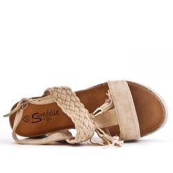 Sandale beige à talon compensé