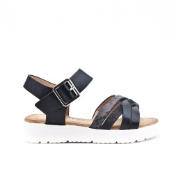 Girl sandal with crossed straps