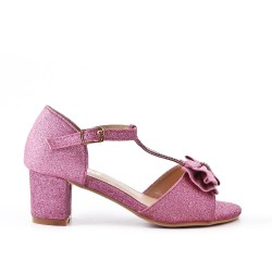 Sandalia niña rosa con tacones pequeños.