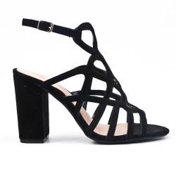 Sandalia negra en gamuza sintética con tacones altos