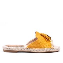 Claquette jaune en simili daim à pompon