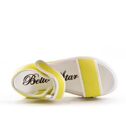Sandale jaune à semelle crantée