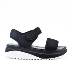Sandale noire à semelle crantée