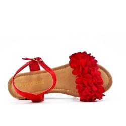 Sandalia cuña rojo con flores.