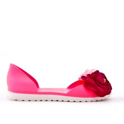 Pink plastic sandal with flower