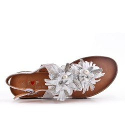 Silver flat sandal with flowers