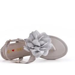 Sandalia plana gris con flores