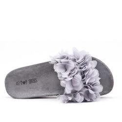 Aleta gris con flor