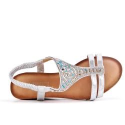 Sandalia plata con strass y cuña pequeña
