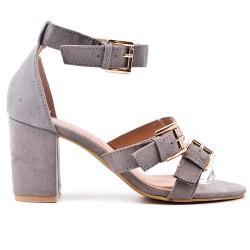 Sandalia gris con correa de piel sintética