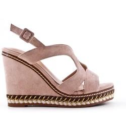 Sandale compensée rose en simili daim