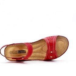 Sandale rouge à petit compensé
