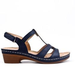 Sandalia azul con tacones pequeños