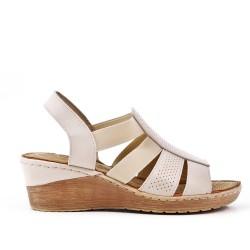 Sandale beige compensée en simili cuir