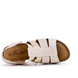 Sandalia cuña beige en piel sintética
