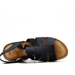 Sandalia cuña negra en piel sintética