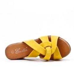 Sandalia mula amarillo con tacón de cuña