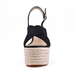 Sandalia negra de tacón alto con plataforma