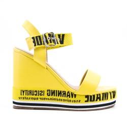 Sandale jaune compensée en simili cuir