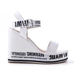 Sandale blanche compensée en simili cuir