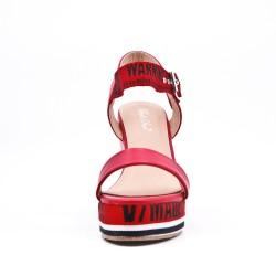 Sandale rouge compensée en simili cuir