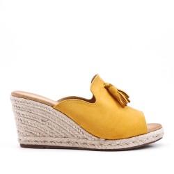 Sandale Mule jaune en simili daim à pompon