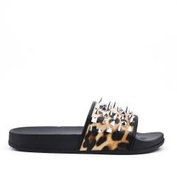 Claquette confort imprimé léopard orné de clous