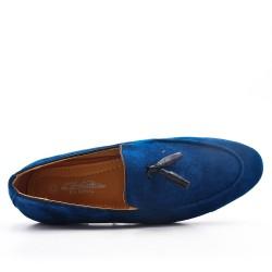Mocassin bleu en simili daim à pompon